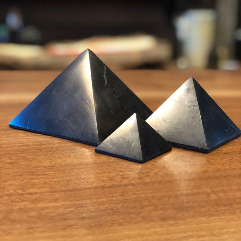 Shungite_Pyramid_Polished